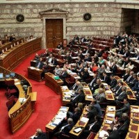 Πολυνομοσχέδιο – σκούπα στη Βουλή