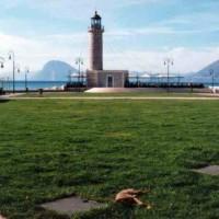 """ΠΑΤΡΑ: Συνεργεία του Δήμου καθαρίζουν από το πρωί την περιοχή του Φάρου – Επίθεση της """"Μαιζώνος"""" στον ΟΛΠΑ"""